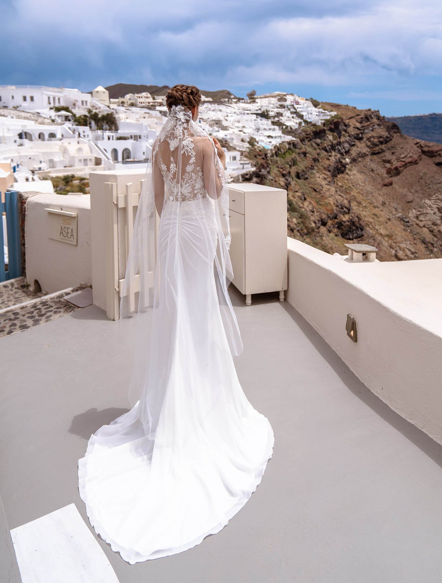 Весільна фата «іспанка» з об'ємними аплікаціями від ТМ Silviamo за оптовими цінами-1