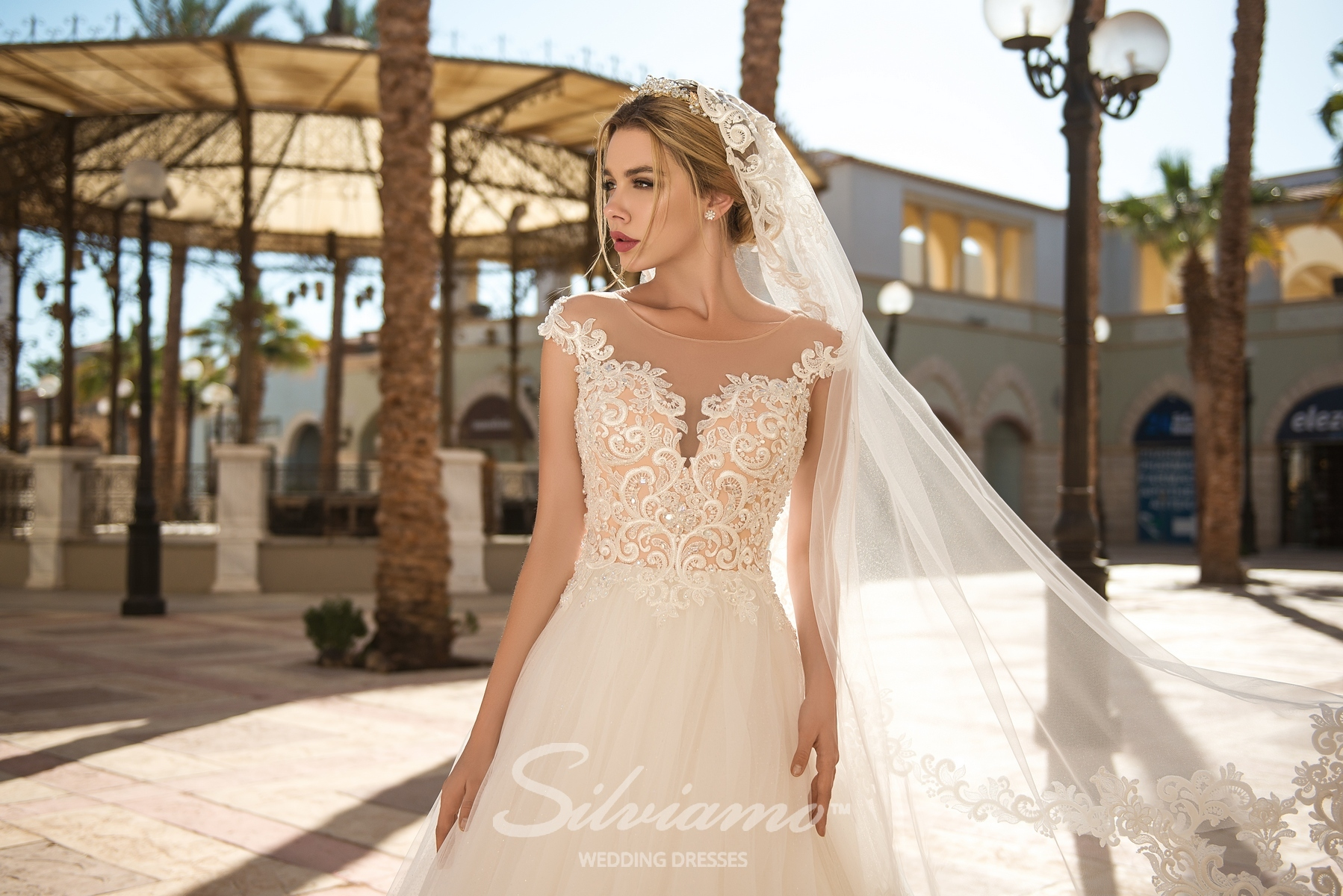 Wedding dress made of tulle and veiling-1