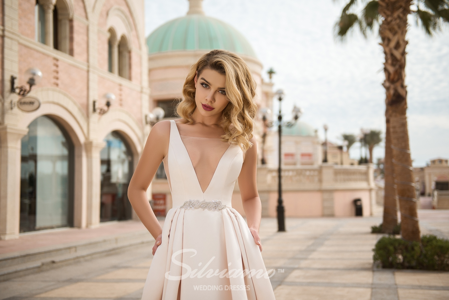 Wedding dress with V-neckline back-1
