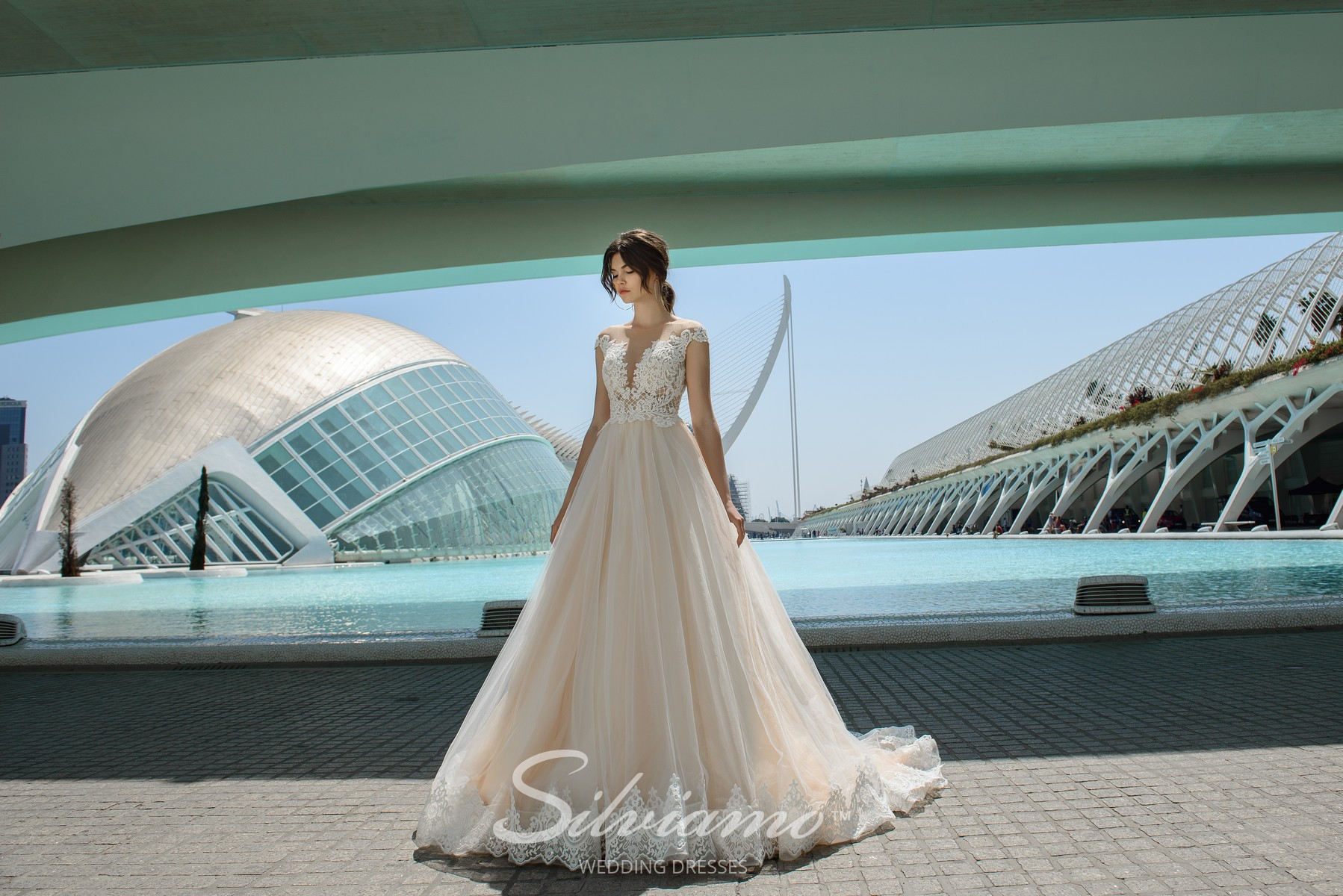 Ivory wedding dress with lush skirt from the manufacturer-1
