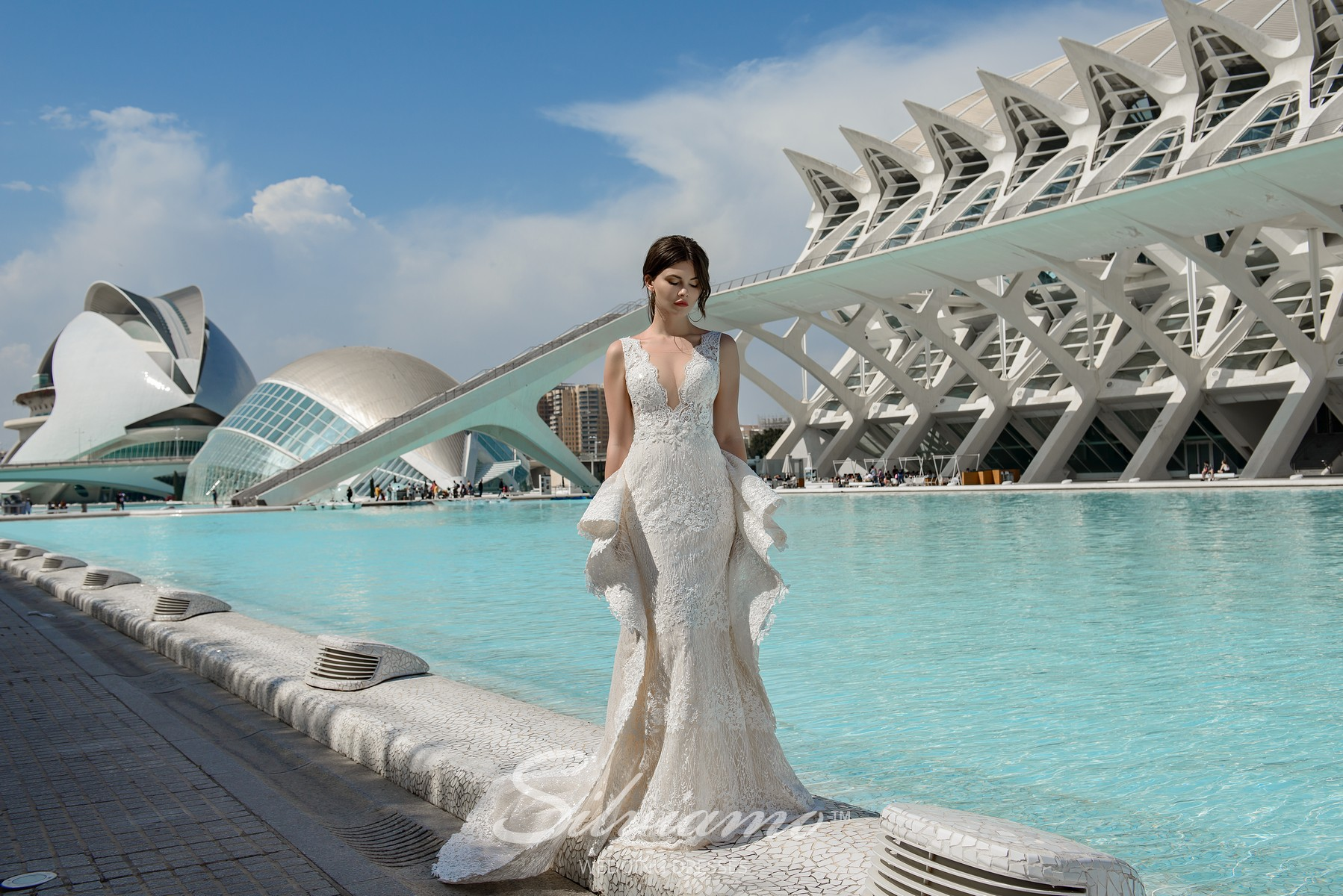 Wedding dress of godet silhouette with the original removable train from the brand Silviamo.-1