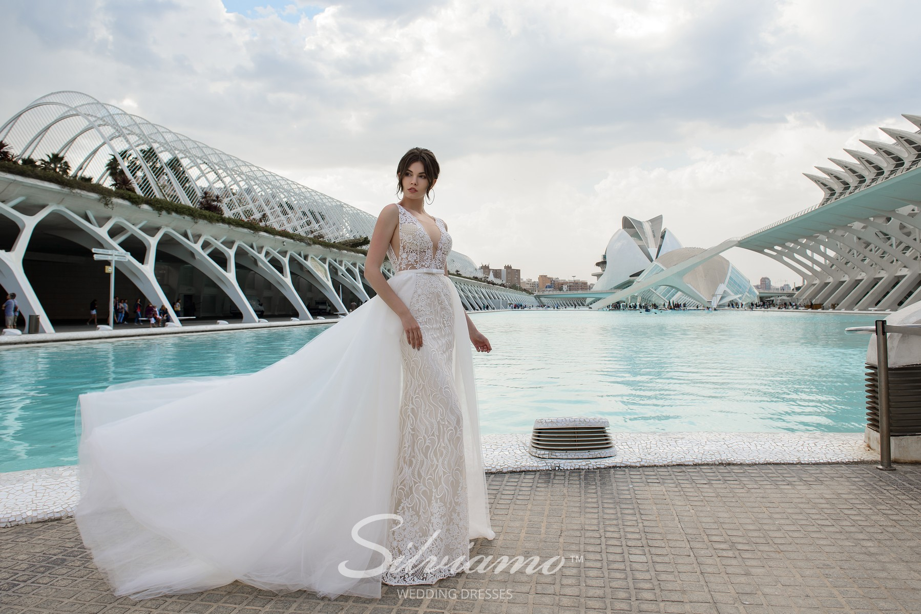 Wedding dress-transformer of godet silhouette from the brand Silviamo.-1
