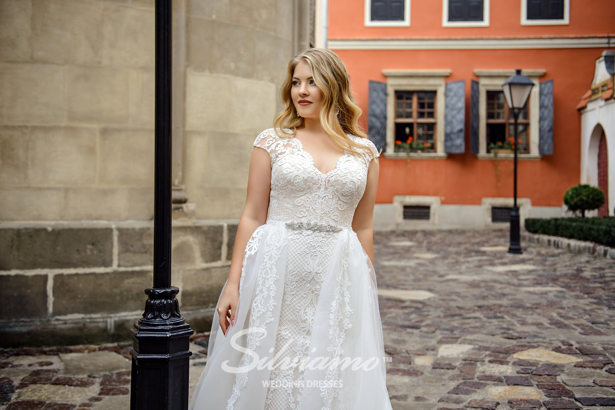 Plus size close-fitting ivory wedding dress-transformer on wholesale by Silviamo-1