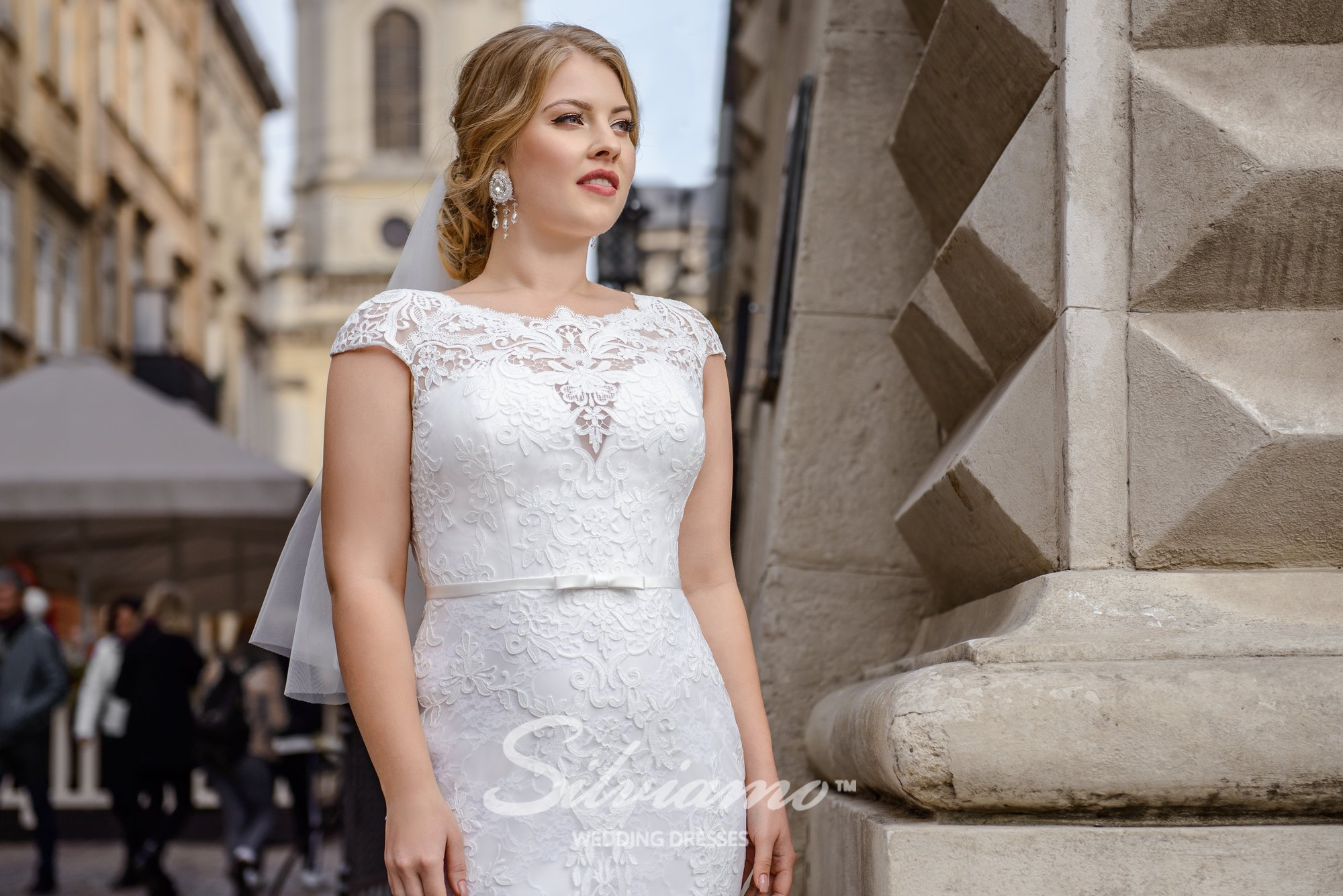 Plus size close-fitting guipure wedding dresses on wholesale by Silviamo-1