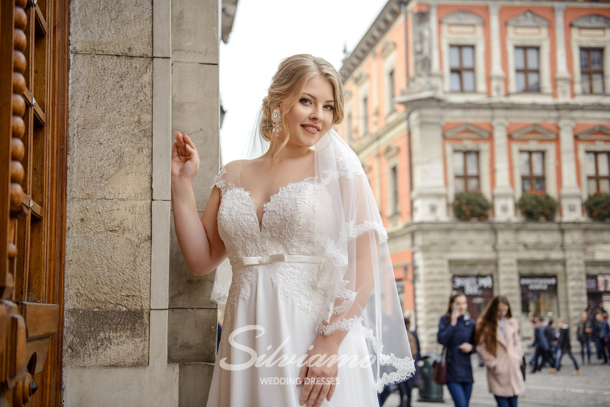 Plus size wedding dress with shortened corset on wholesale by Silviamo-1