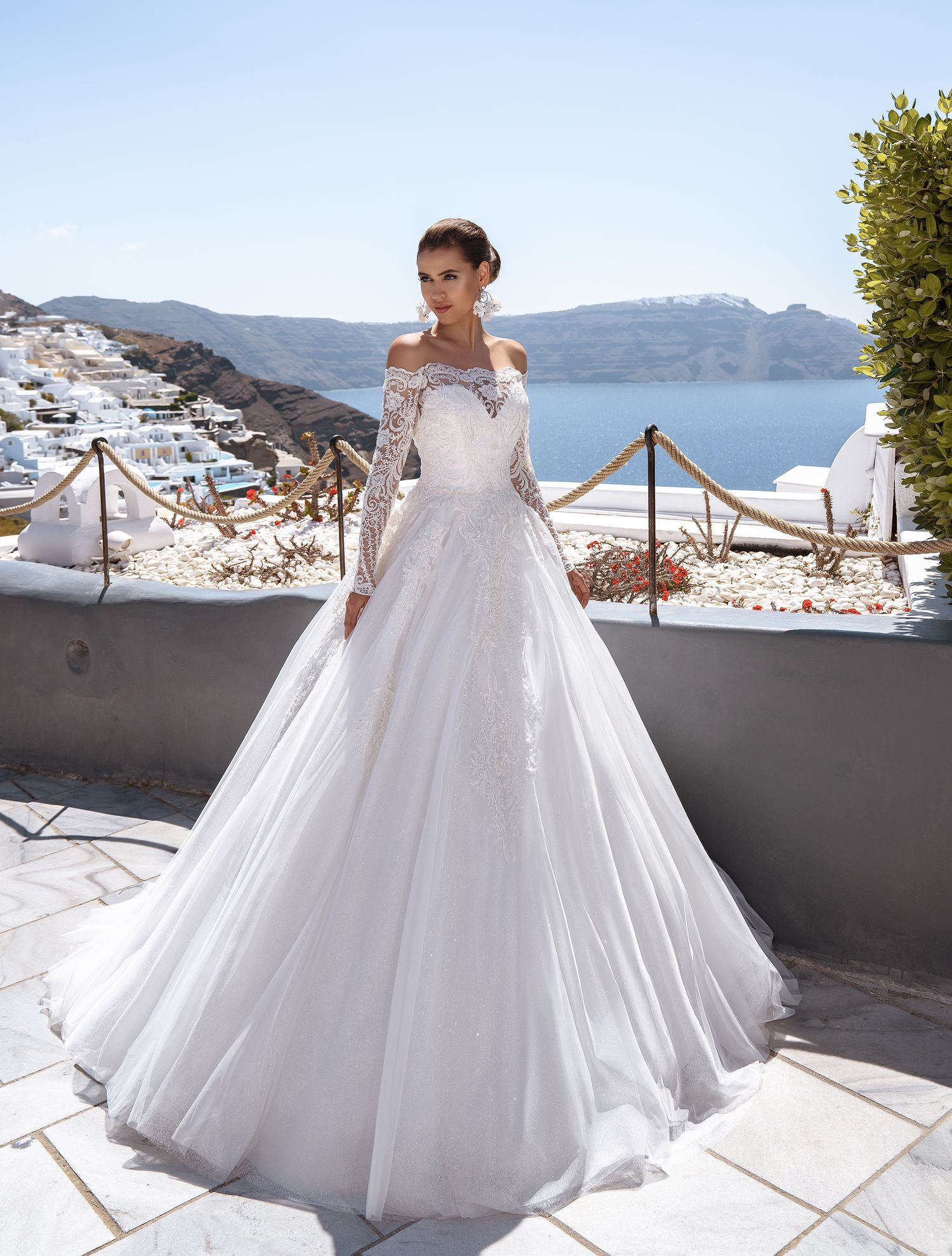 Wedding dress with open shoulder from the producer Silviamo-1