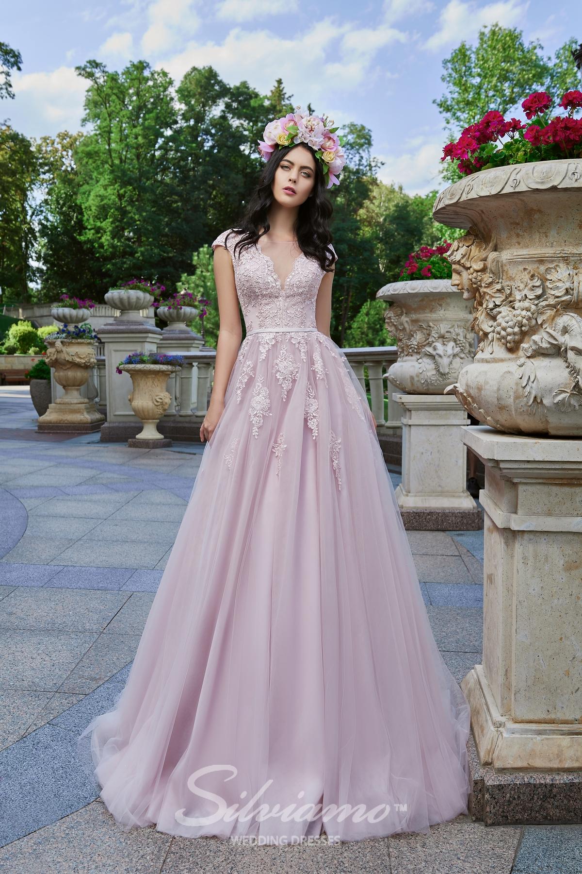 Вечернее платье цвета пудра
