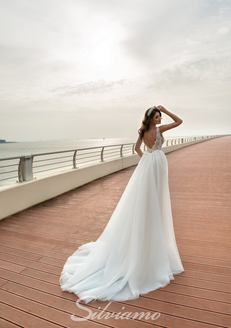 Wedding dress with a V-shape neckline-6