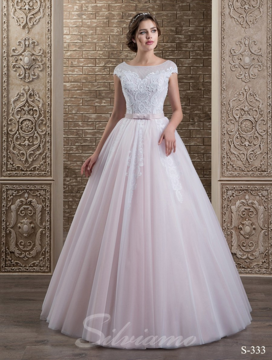 Дизайнерська колекція весільних суконь з фатою dd73b72157282
