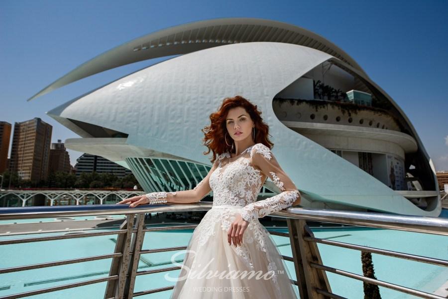 Пишна мереживна весільна сукня