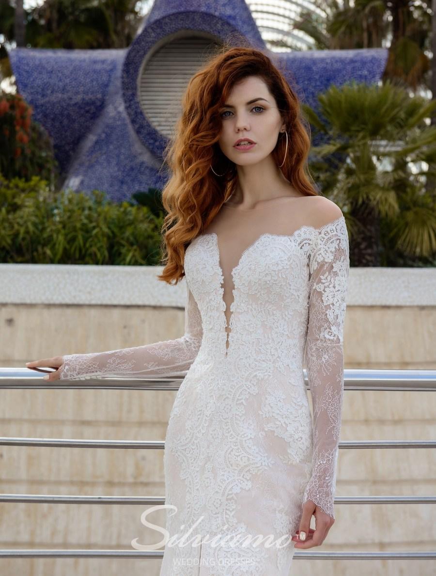 Приталенное свадебное платье с рукавами