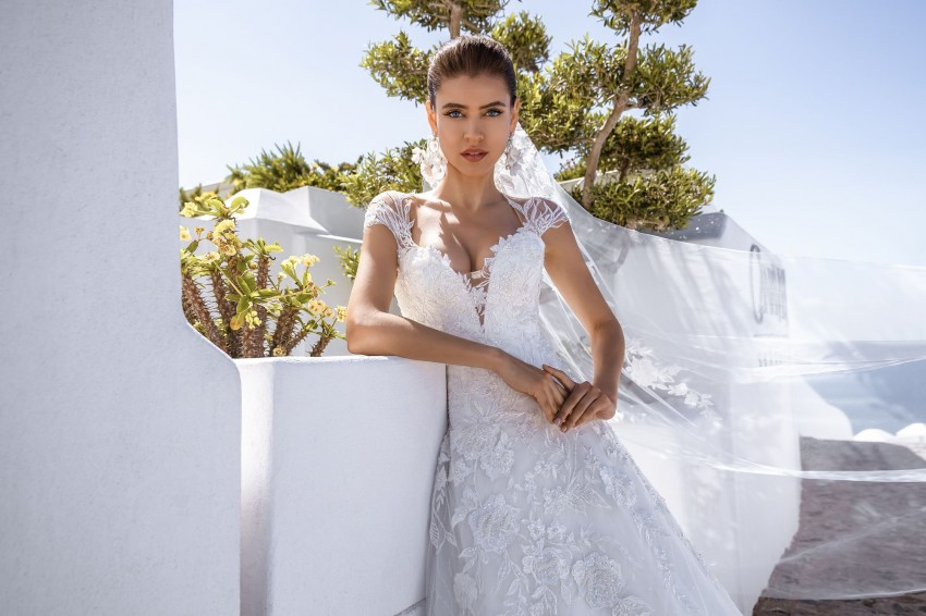 Classic wedding dress with handmade embroidery from Silviamo wholesale-2
