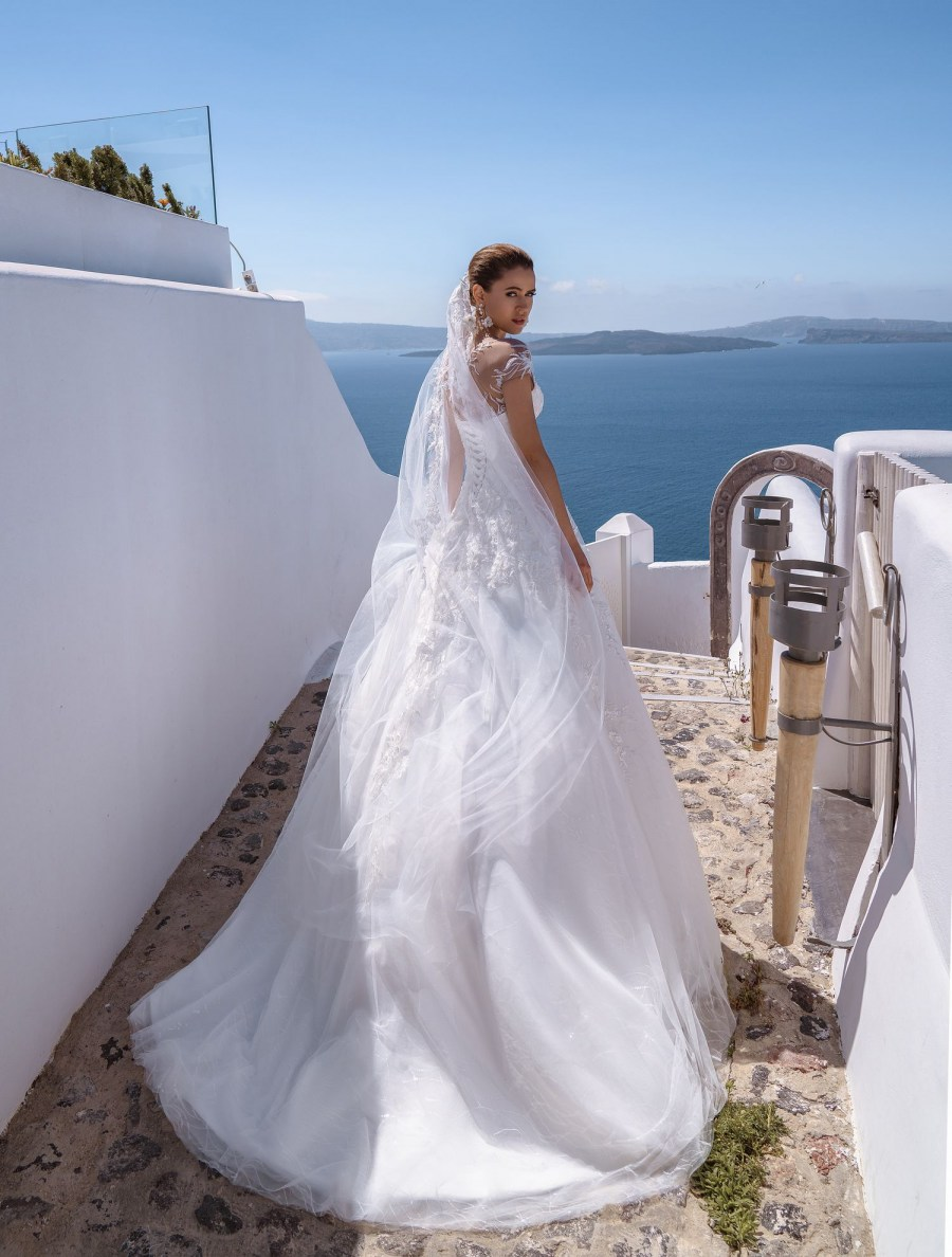 Classic wedding dress with handmade embroidery from Silviamo wholesale-5