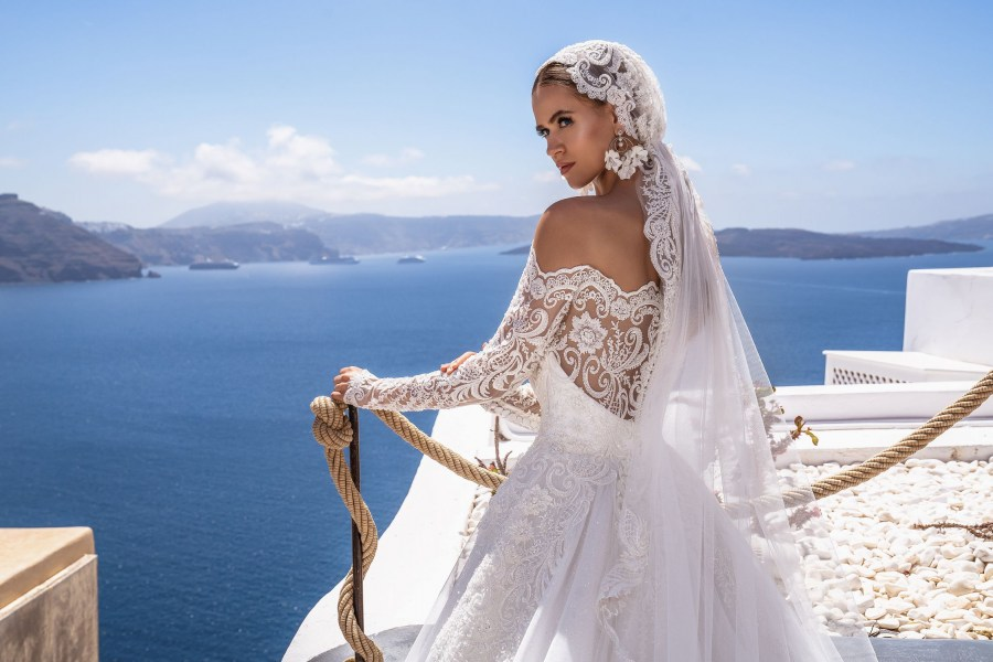 Wedding dress with open shoulder from the producer Silviamo-4