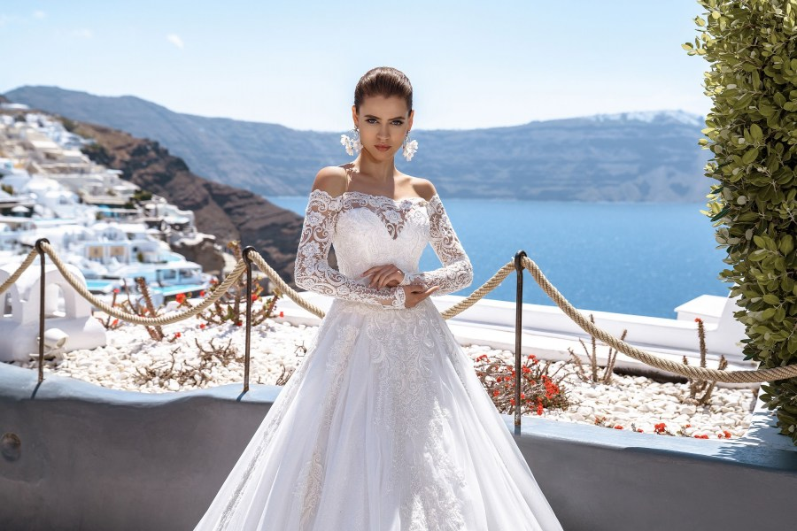 Wedding dress with open shoulder from the producer Silviamo-3
