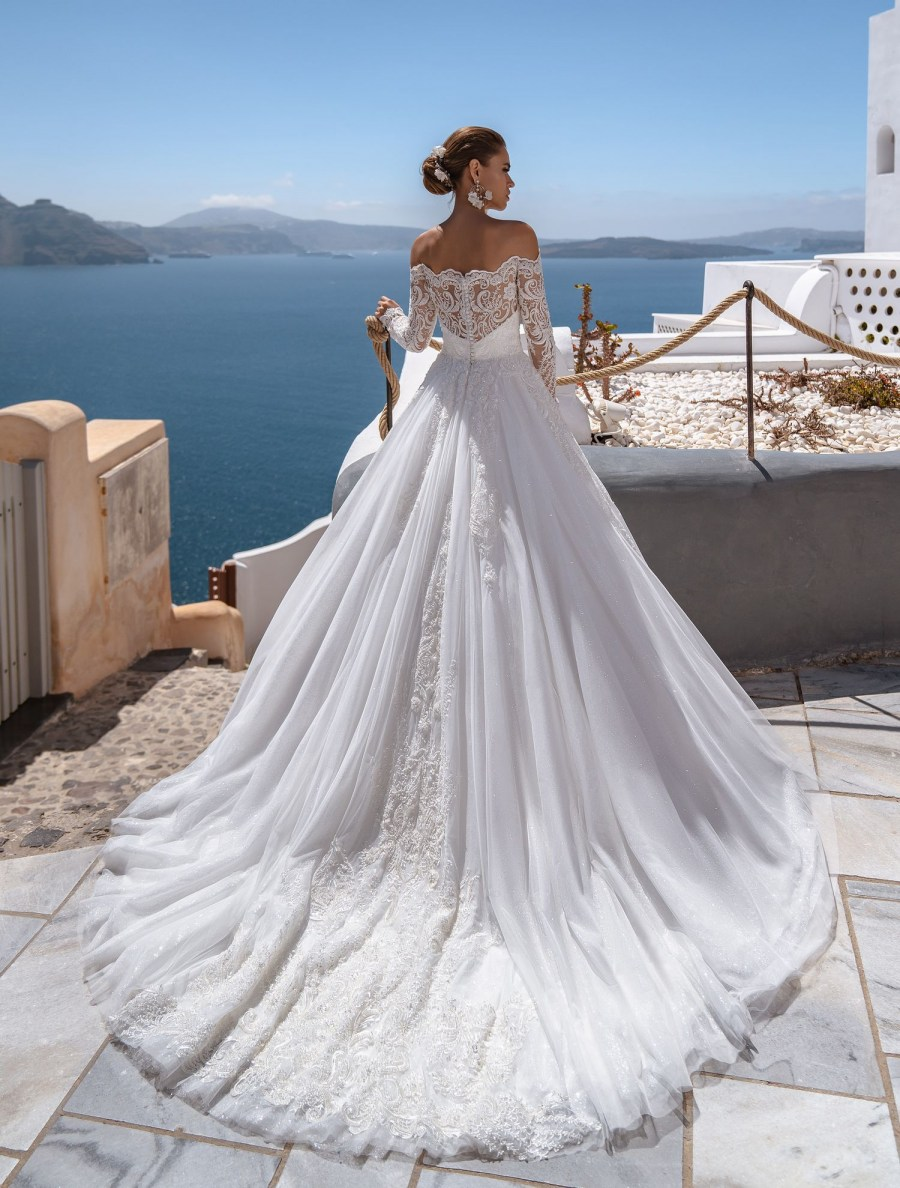 Wedding dress with open shoulder from the producer Silviamo-5