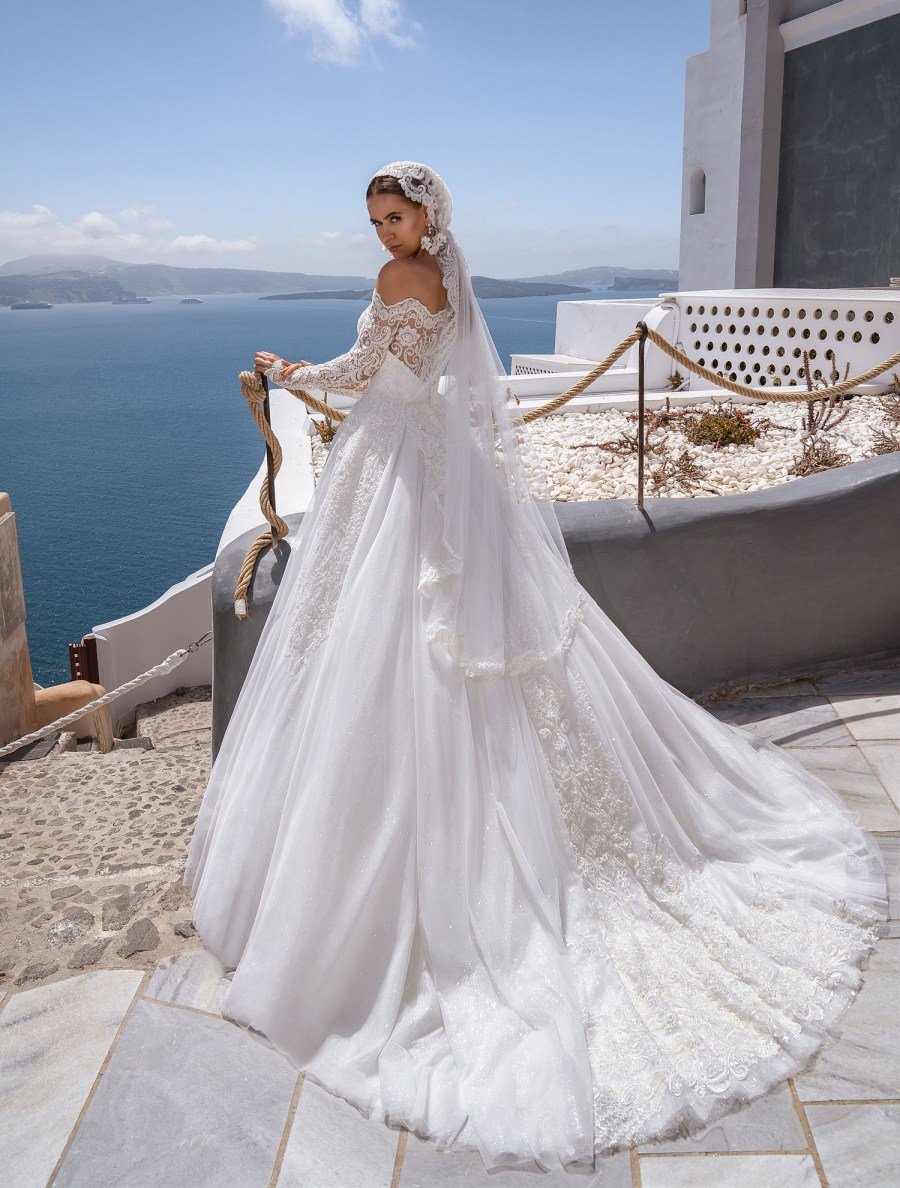 Wedding dress with open shoulder from the producer Silviamo-6