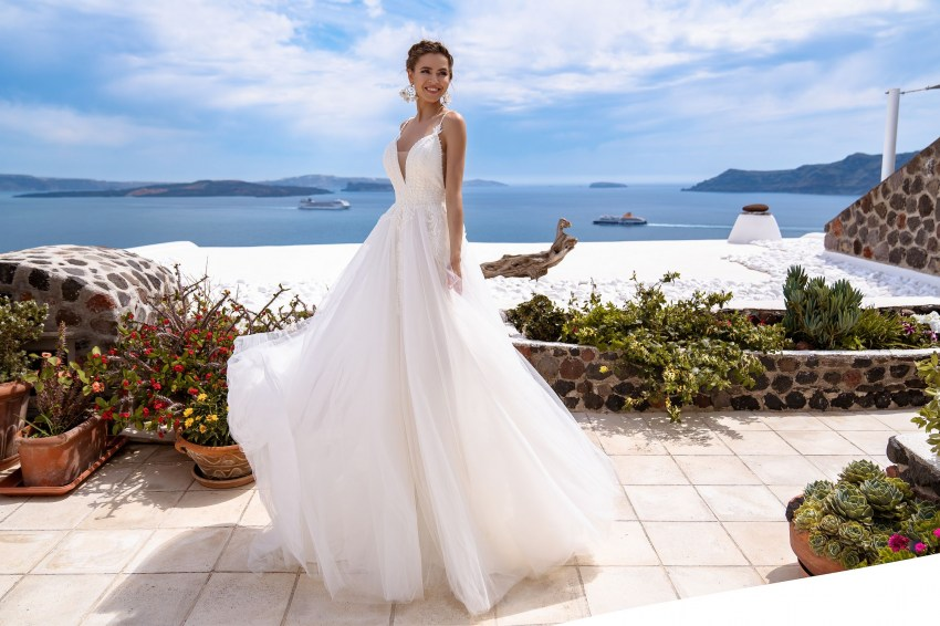 Wedding gown with cape from the manufacturer Silviamo wholesale-2