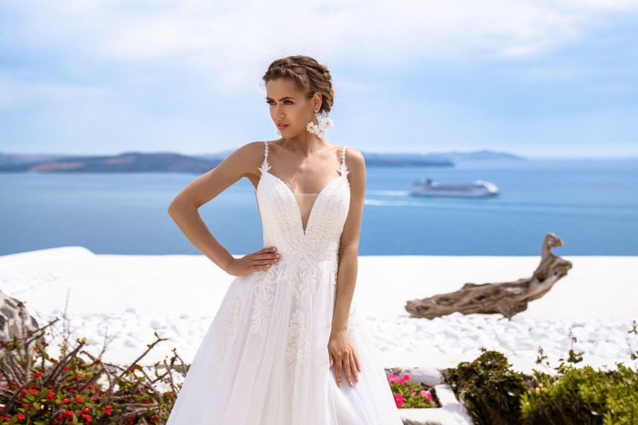 Wedding gown with cape from the manufacturer Silviamo wholesale-3