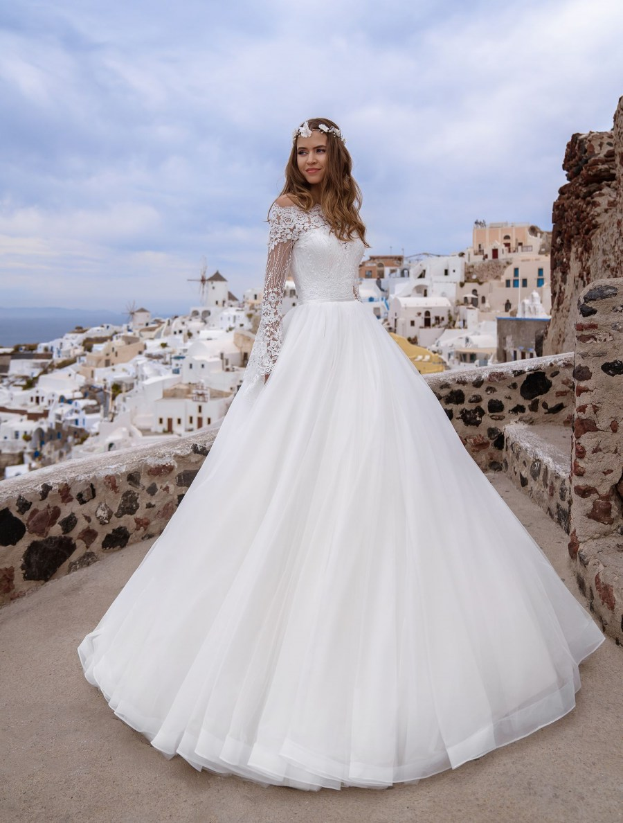 Wedding dress with bell sleeves wholesale from Silviamo-4