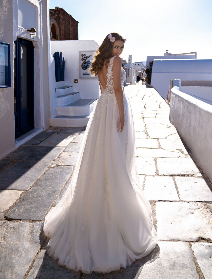 Wedding dress embroidered with beads, stones and pearls wholesale from Silviamo-3