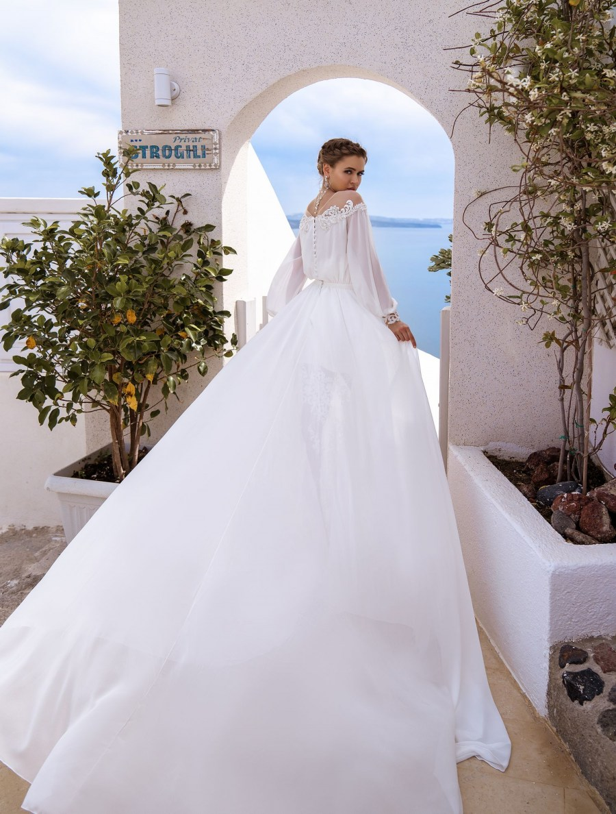Wedding dress with cape from the manufacturer Silviamo wholesale-5