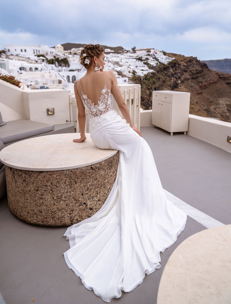 Wedding dress mermaid with a train from the manufacturer Silviamo wholesale-4