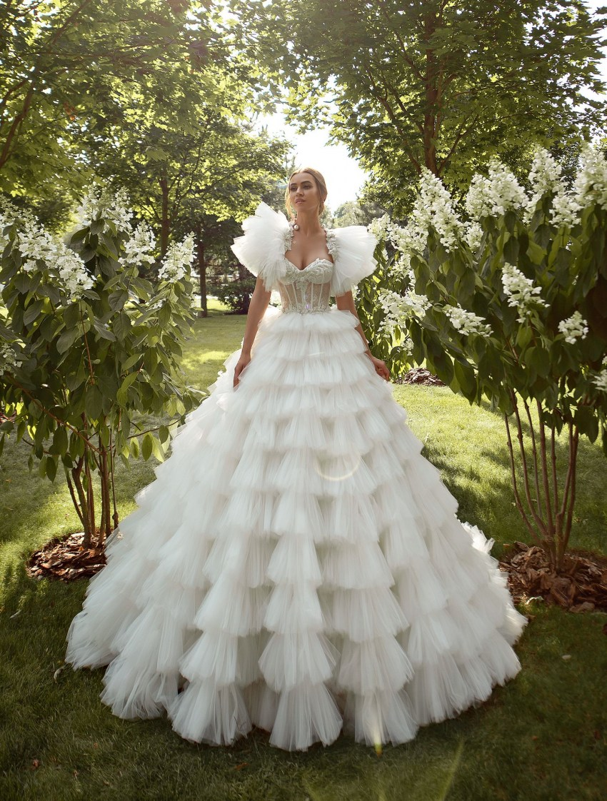 Puffy wedding dress with ruffles wholesale from Silviamo-3