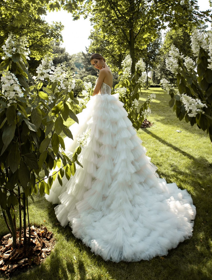 Puffy wedding dress with ruffles wholesale from Silviamo-5