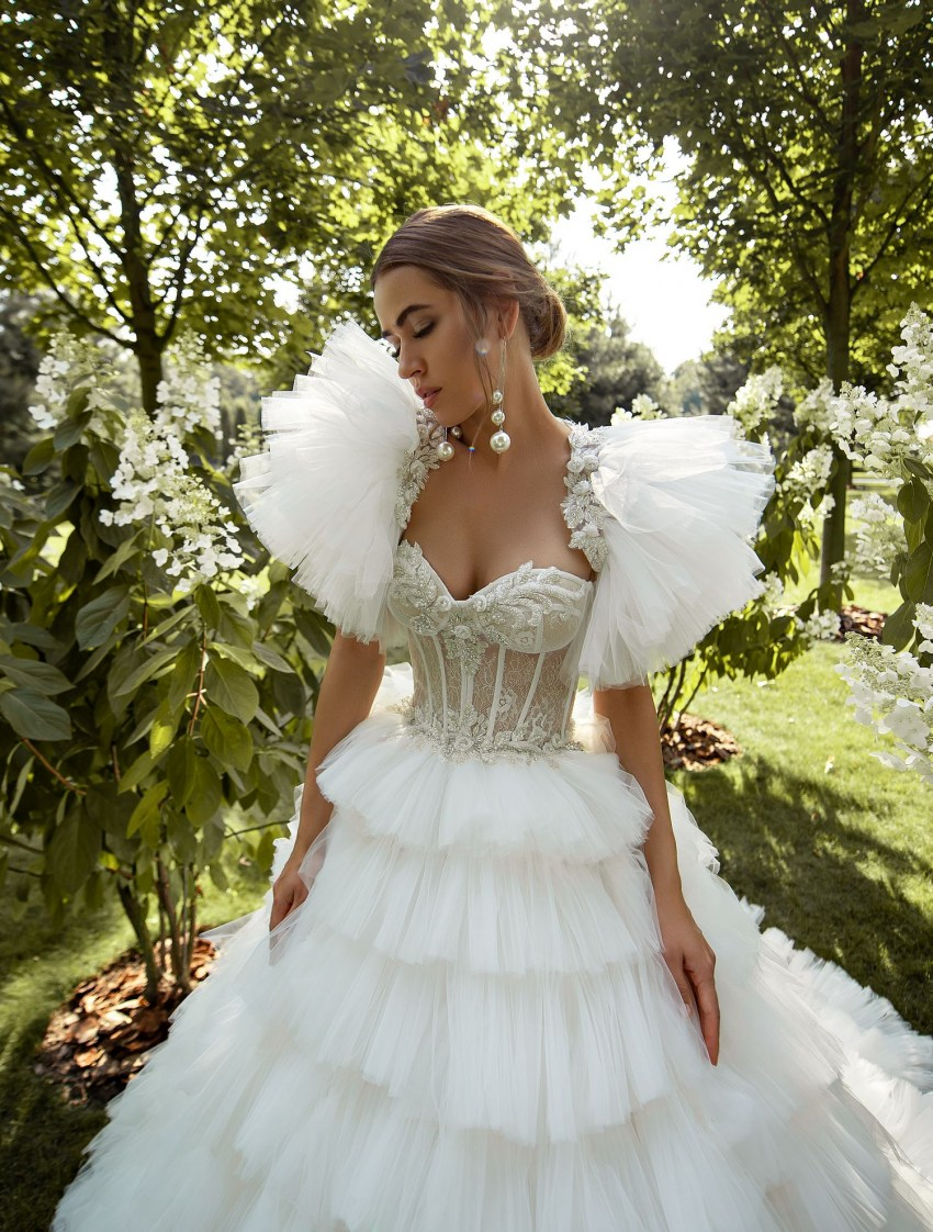 Puffy wedding dress with ruffles wholesale from Silviamo-6
