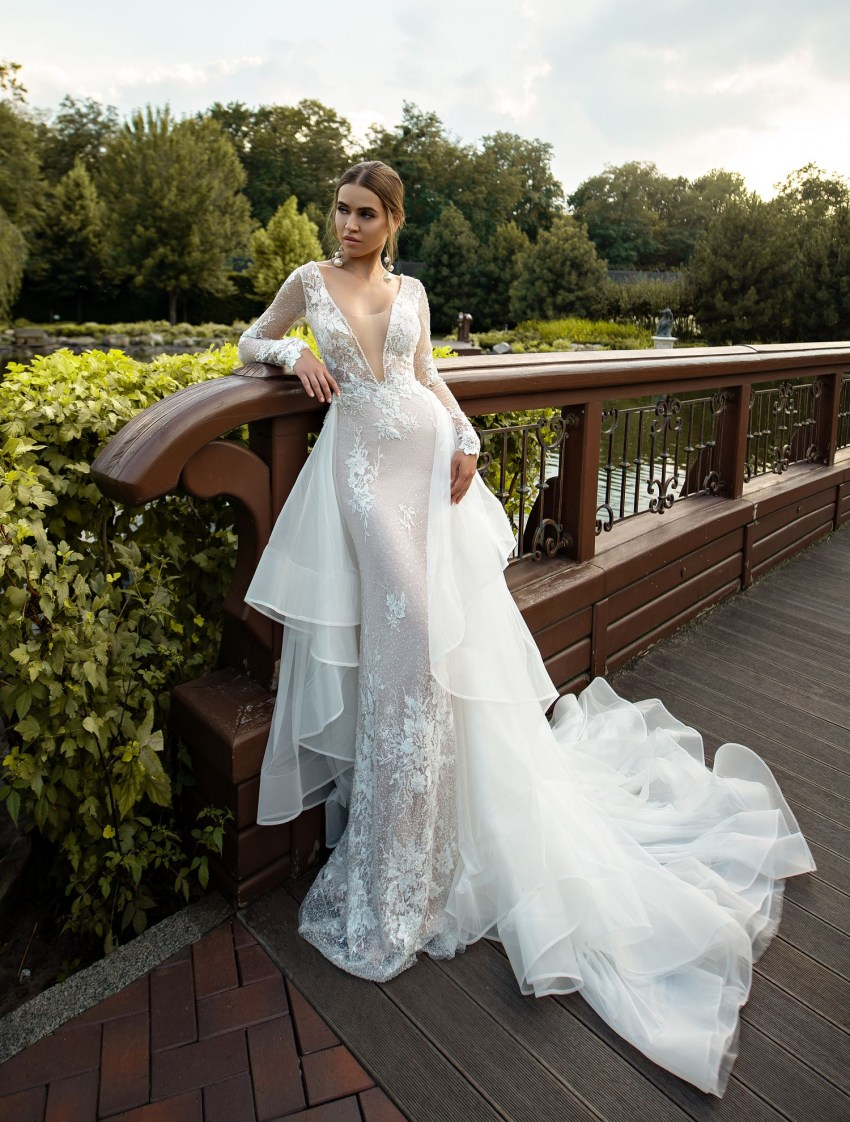 Fitted guipure wedding dress with train wholesale from Silviamo-2