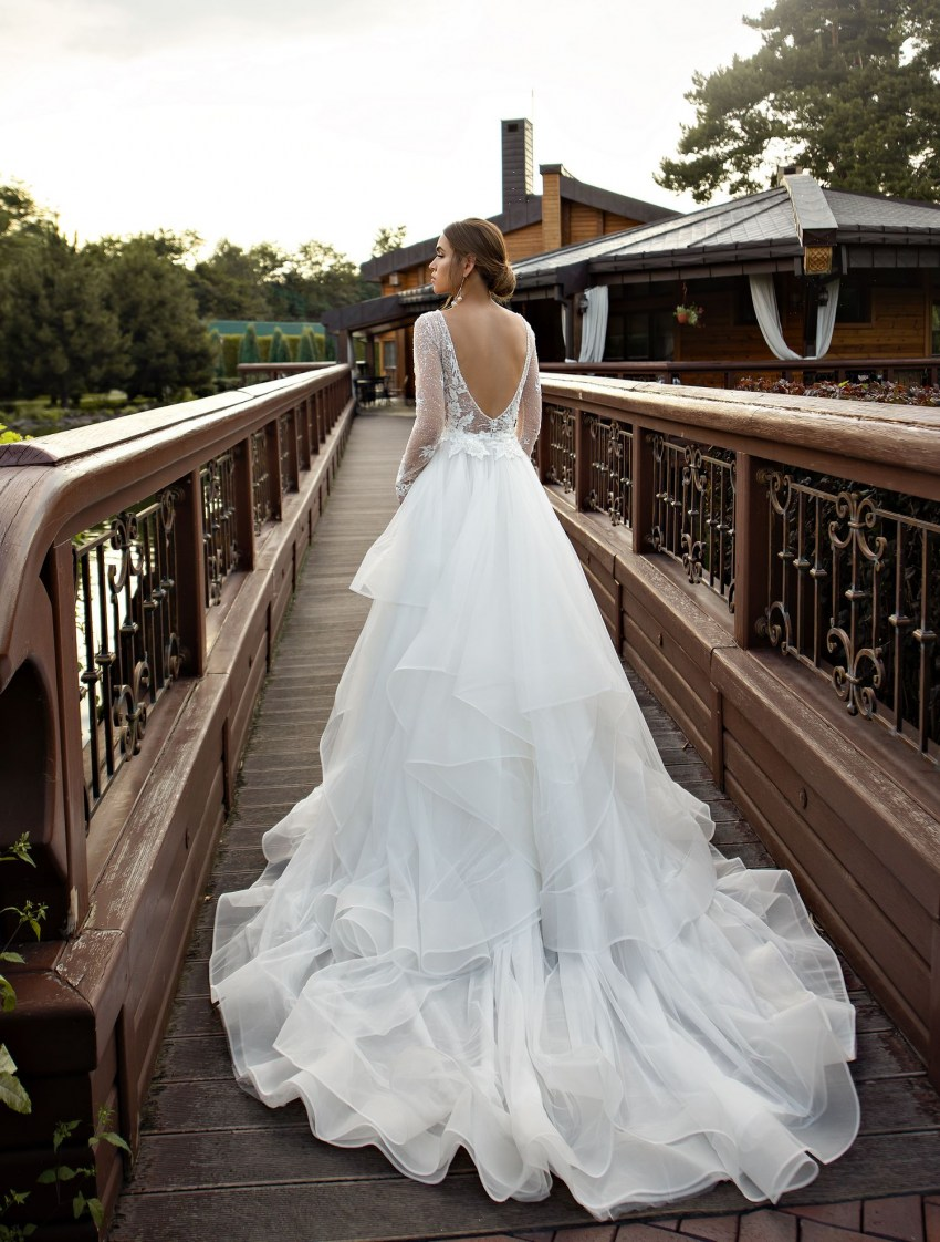 Fitted guipure wedding dress with train wholesale from Silviamo-3