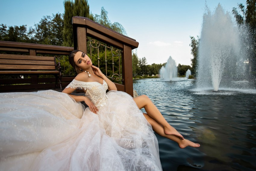 Off-shoulder puffy wedding dress from manufacturer Silviamo-2