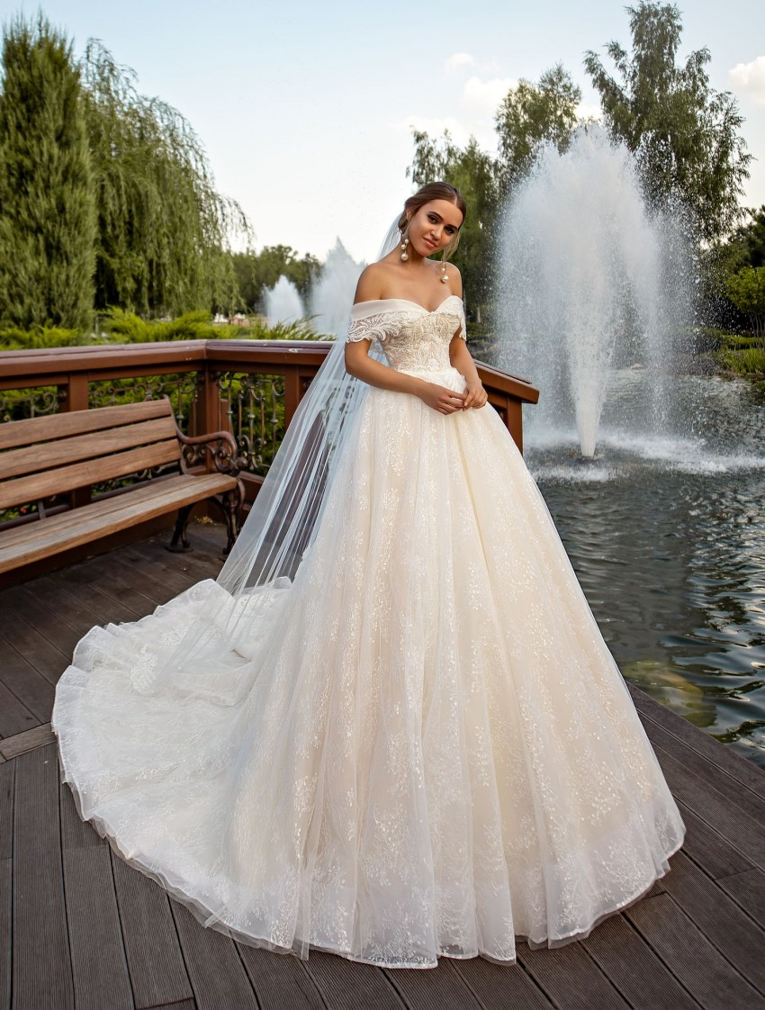 Off-shoulder puffy wedding dress from manufacturer Silviamo-3