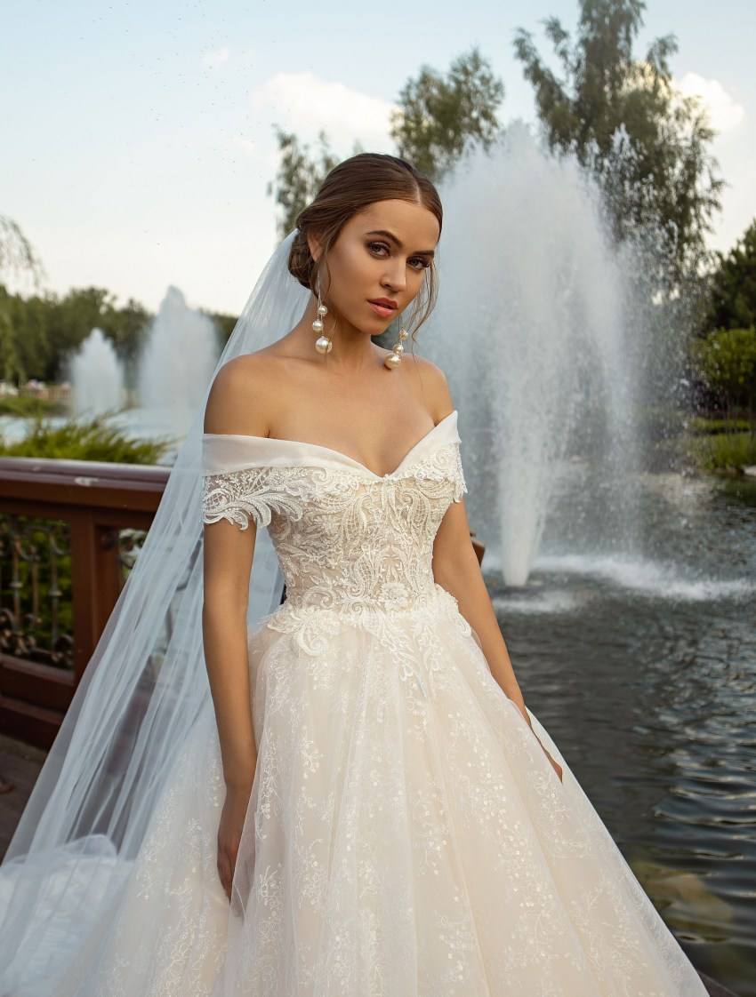 Off-shoulder puffy wedding dress from manufacturer Silviamo-5
