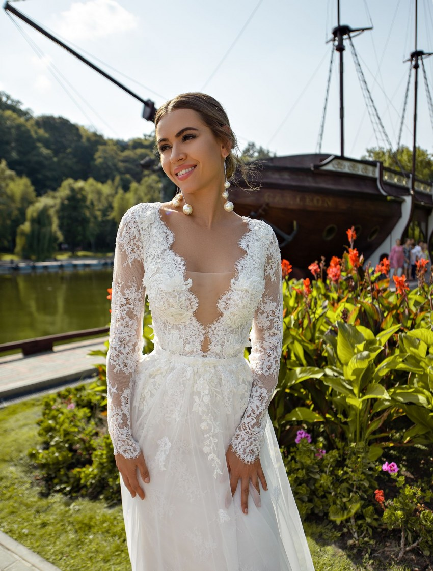 Guipure wedding dress with sleeves wholesale from Silviamo-6