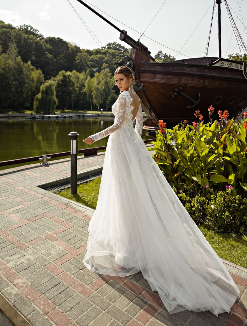 Guipure wedding dress with sleeves wholesale from Silviamo-3