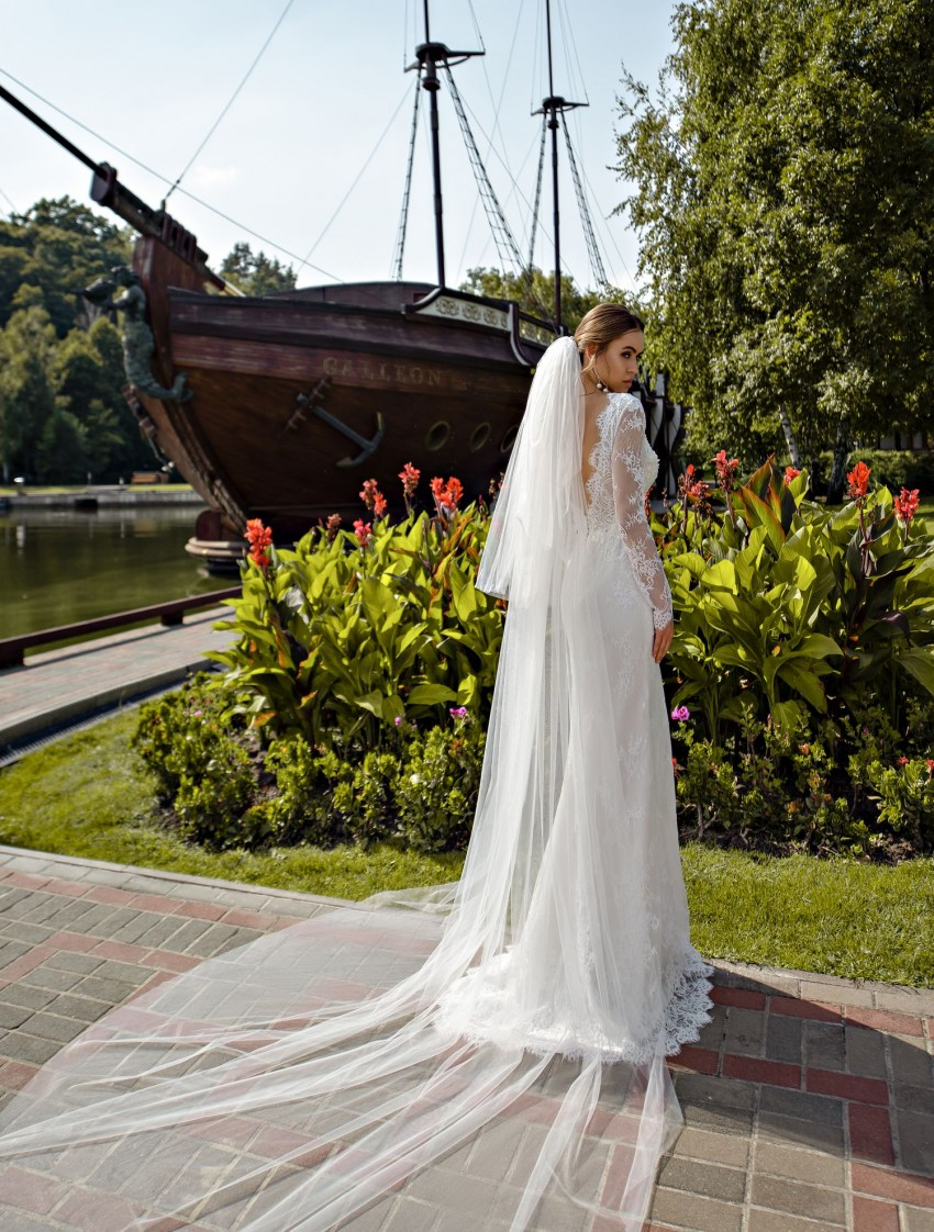 Guipure wedding dress with sleeves wholesale from Silviamo-4