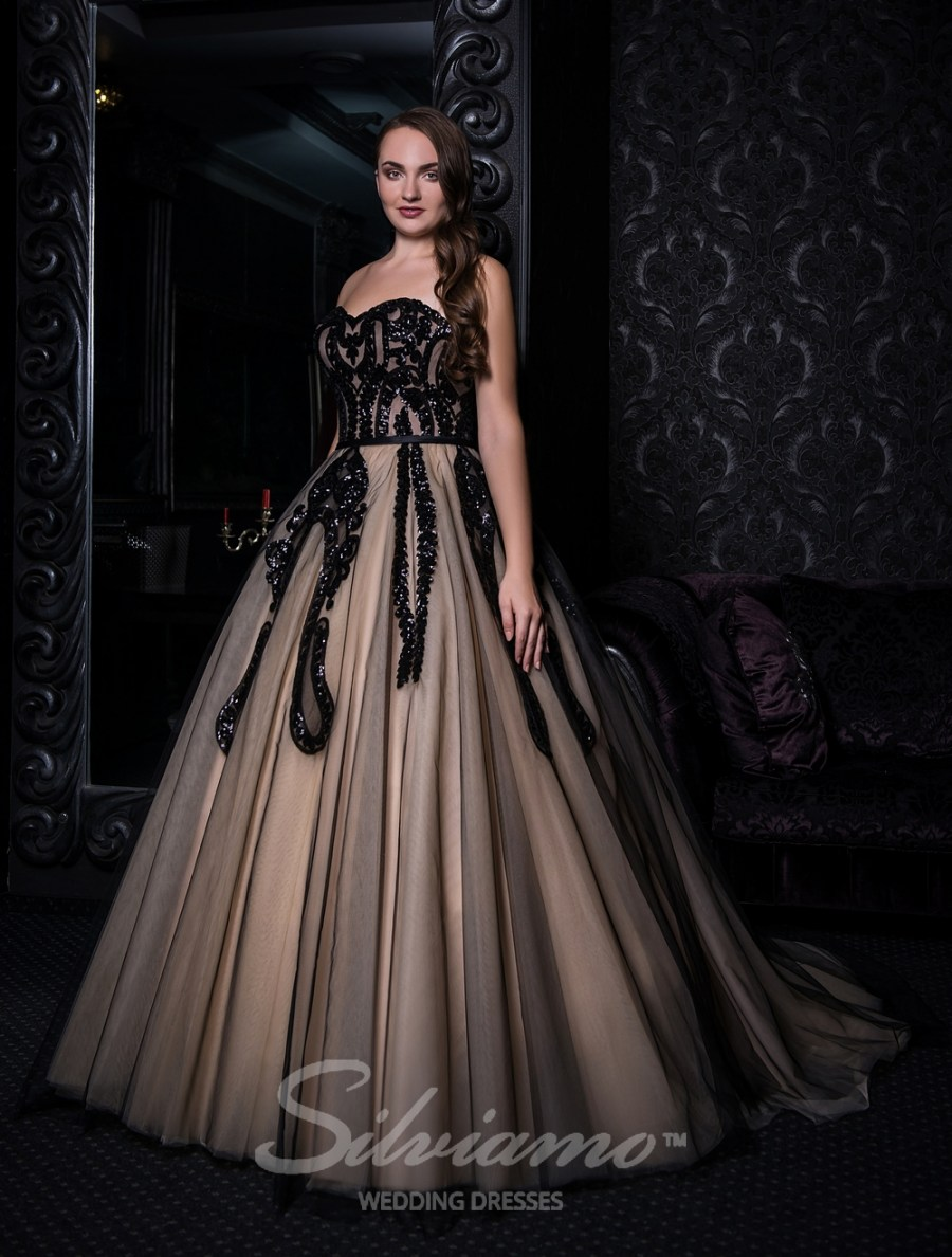 Evening dress with open shoulders and puffy skirt V-143