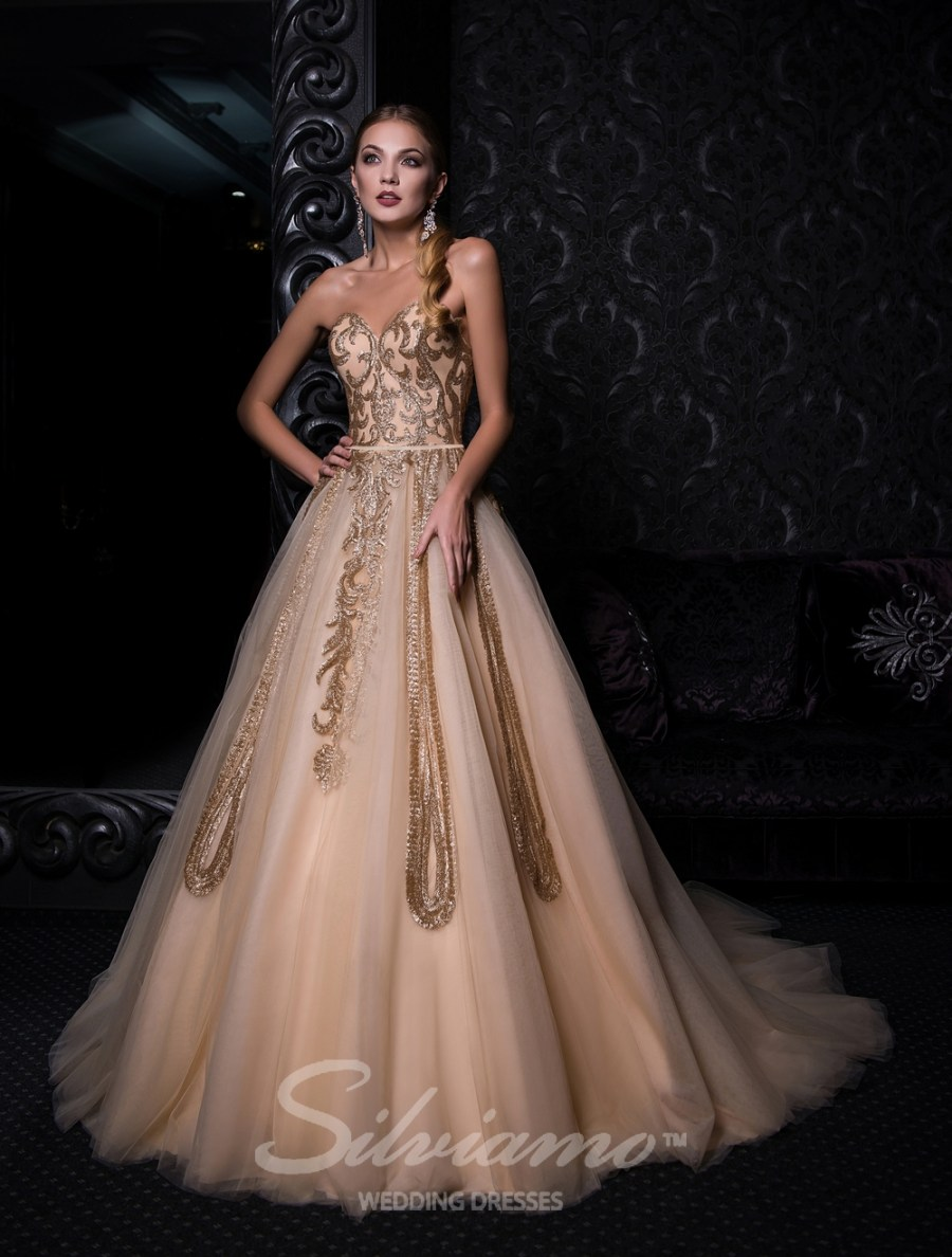 Evening dress with open shoulders and puffy skirt-2