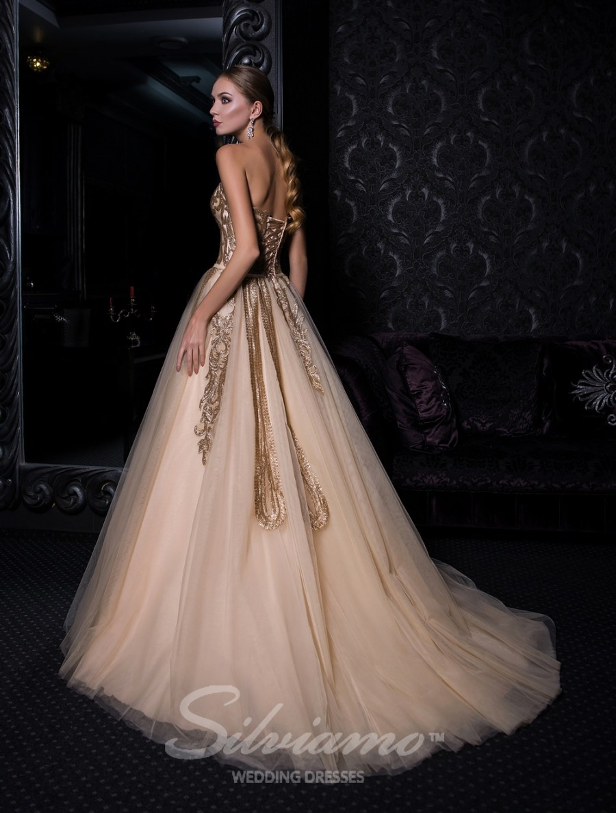 Evening dress with open shoulders and puffy skirt-4