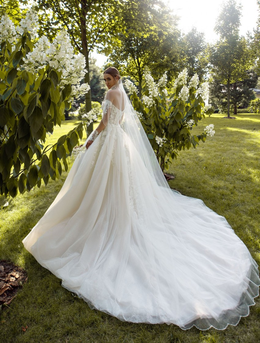 Wedding veil with curly edges wholesale from the company Silviamo F-068
