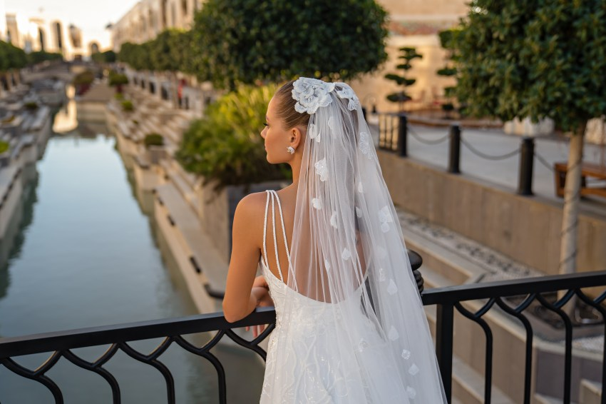 Wedding veil with beads, pearls on wholesale from manufacturer Silviamo-4