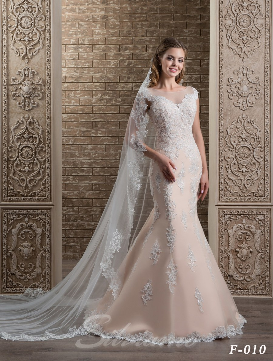 The lace spanish veil model F-010 F-010