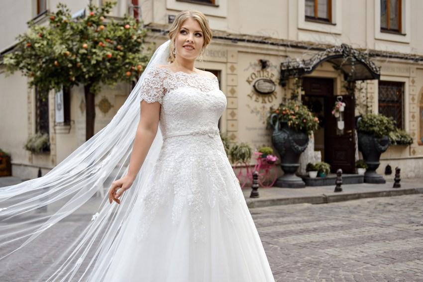 Свадебное платье с портретным декольте Plus size от Silviamo оптом-2