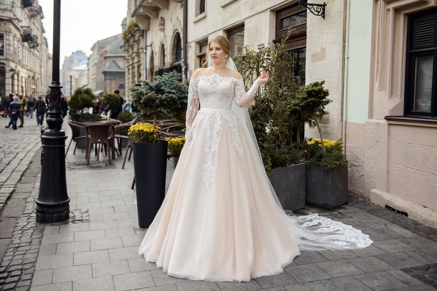 Plus size wedding dress with imitation of uncovered shoulders on wholesale by Silviamo-2
