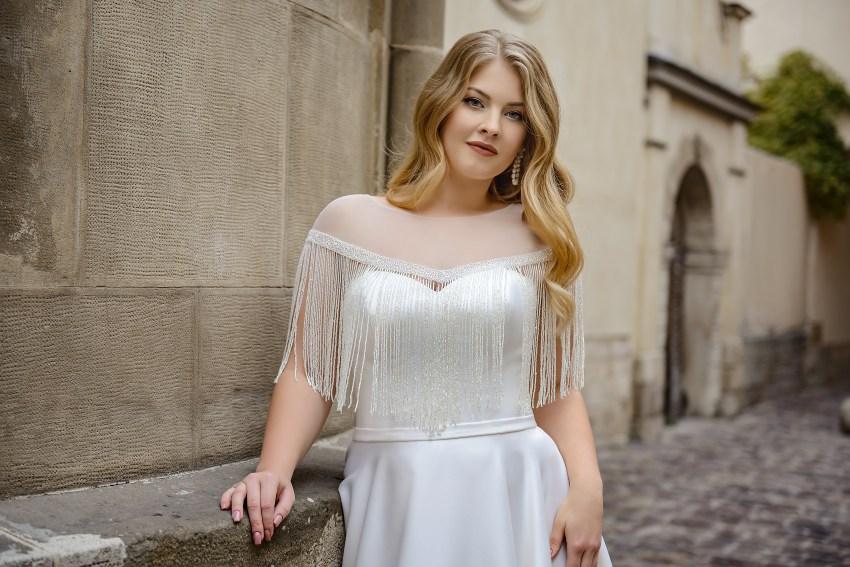 Rochie de miresă marimi mari cu pelerină angro de la Silviamo-2