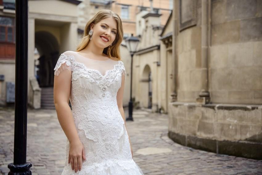 Свадебное платье «рыбка» с юбкой-шлейф Plus size от Silviamo оптом-2