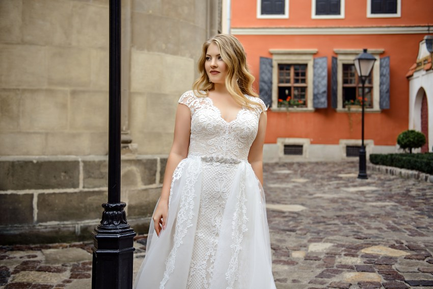Plus size close-fitting ivory wedding dress-transformer on wholesale by Silviamo-2