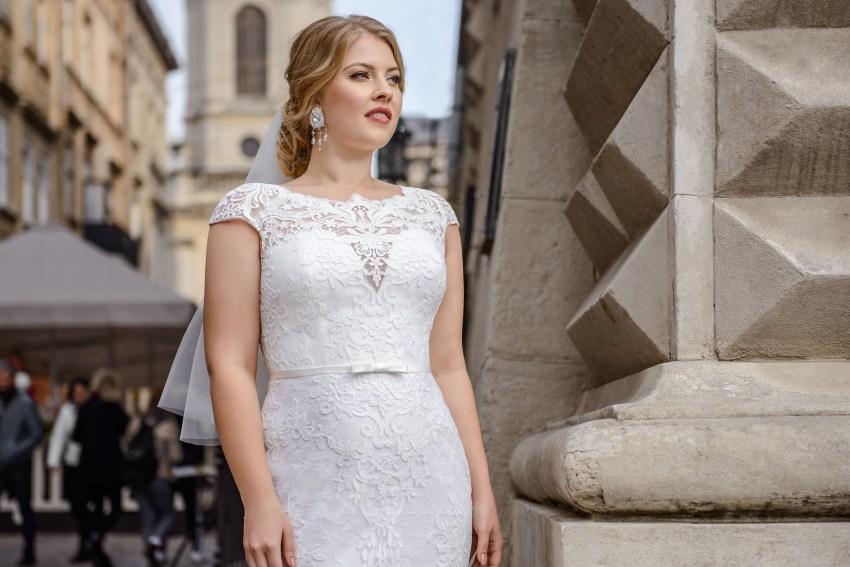 Приталенное гипюровое свадебное платье Plus size от Silviamo оптом-2